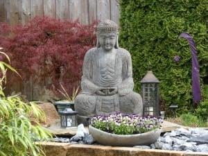 Zen-Garten mit Buddha