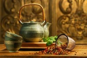 Kräutertees Asian herb tea on an old rustic table